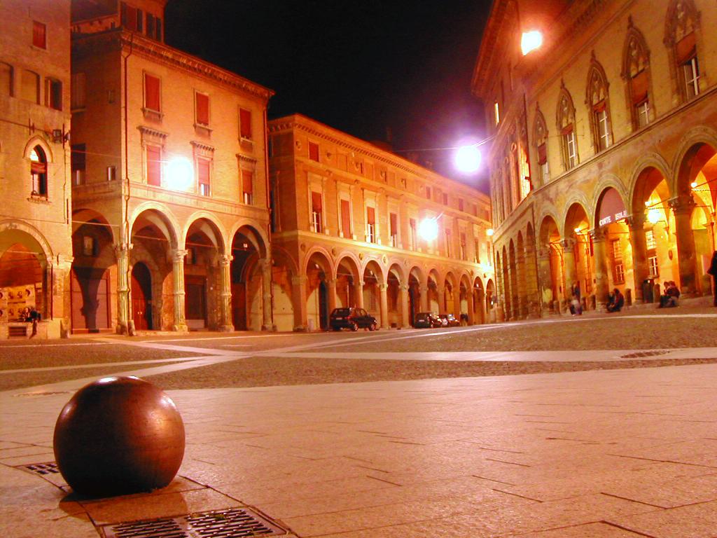Romano prodi bologna vive solo con respiro internazionale for Hotel bologna borgo panigale