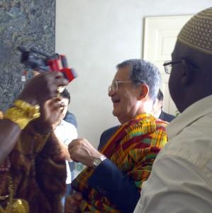 Scambio di doni coi capi tribù del Forum Africa