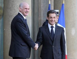 Il primo ministro greco Giorgos Papandreu ed il presidente francese Nicolas Sarkozy