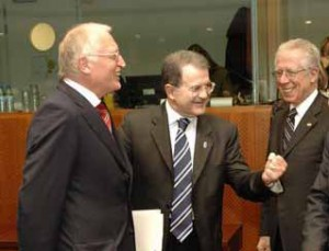 Romano Prodi con Gunter Verheugen e Tommaso Padoa Schioppa (2004)